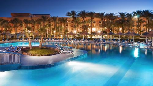 Het zwembad bij of vlak bij Giftun Azur Resort