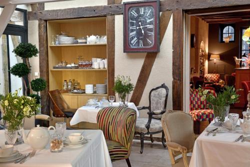 מסעדה או מקום אחר לאכול בו ב-Hôtel St Pierre