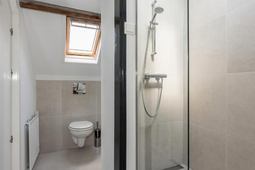 A bathroom at De zeeuwse Suites