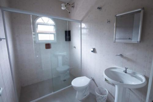 Um banheiro em Chalés Pajuçara
