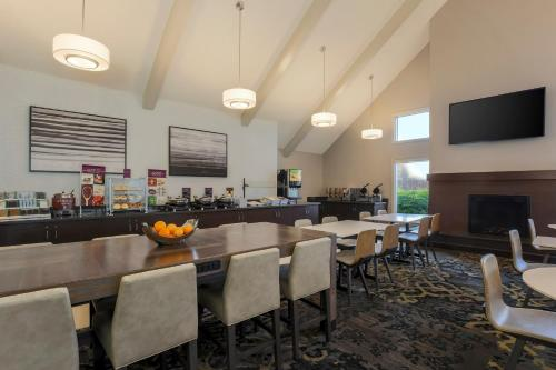 A restaurant or other place to eat at Residence Inn St. Petersburg Clearwater