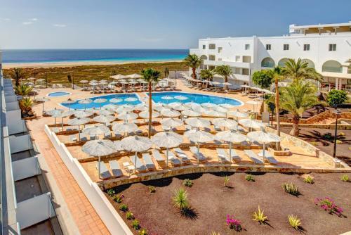 Widok na basen w obiekcie SBH Maxorata Resort lub jego pobliżu