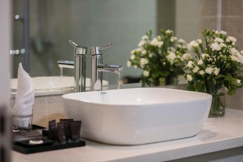 Phòng tắm tại Hanoi L'Heritage Centre Hotel & Spa