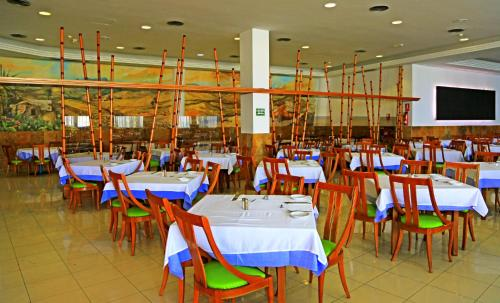 A restaurant or other place to eat at Labranda Golden Beach