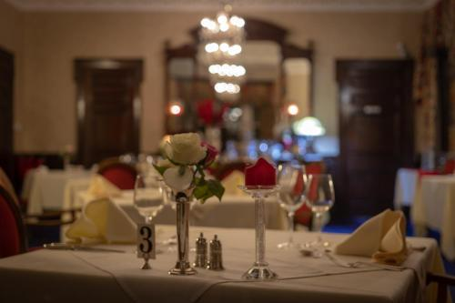 A restaurant or other place to eat at Ledgowan Lodge Hotel