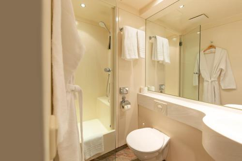 A bathroom at Ringhotel Villa Westerberge