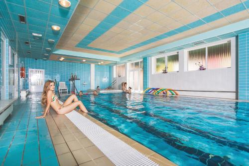 Bazén v ubytování Wellness Hotel Rezidence Ambra nebo v jeho okolí