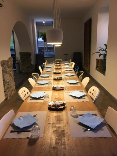 A restaurant or other place to eat at Hotel Marina Piccola