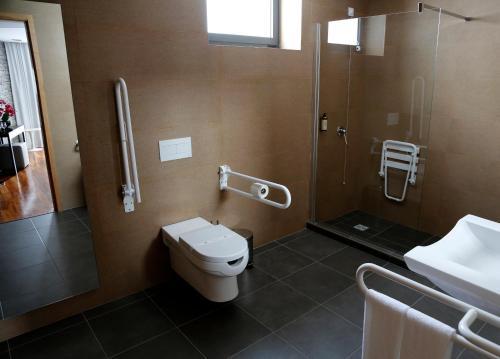 Um banheiro em LBV House Hotel