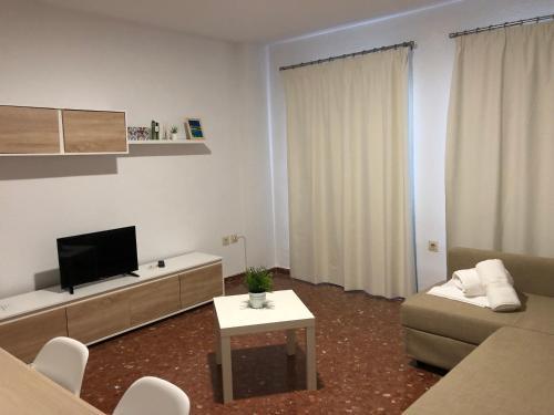 A television and/or entertainment center at Apartamentos nueva 13