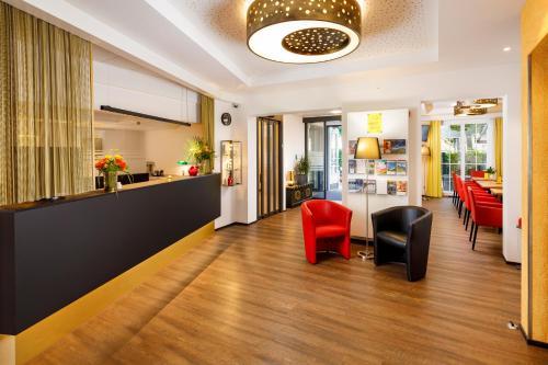 The lobby or reception area at Hotel Jardin Bern