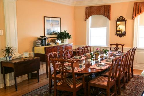 A restaurant or other place to eat at Compass Rose Inn