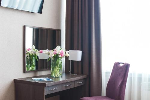 A television and/or entertainment centre at Premier Hotel Rus