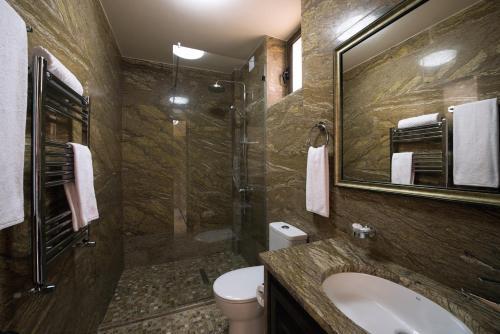 A bathroom at Lastiver Resort