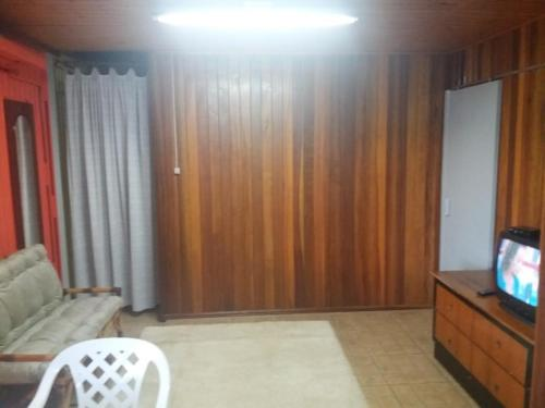A television and/or entertainment centre at Apartamento Dois