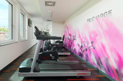 The fitness center and/or fitness facilities at Aloft Stuttgart