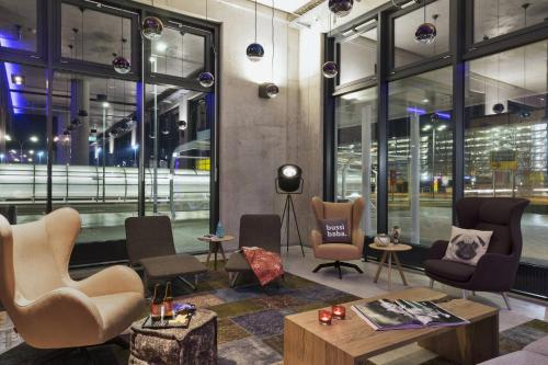 The lobby or reception area at MOXY Vienna Airport