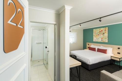 A bathroom at Nightcap At Balaclava Hotel