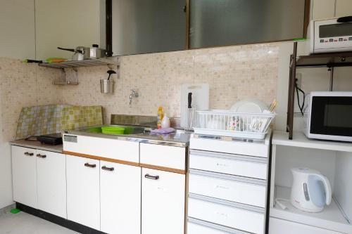 A kitchen or kitchenette at Cottage Kutsuroki