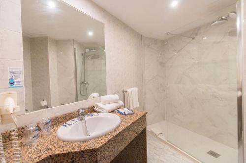 A bathroom at Hotel Amic Horizonte