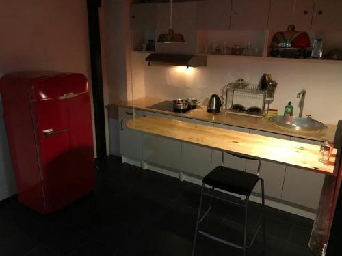 Кухня или мини-кухня в Apartments Dubrovka