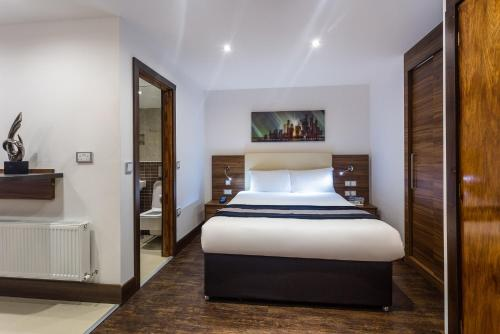A bed or beds in a room at OYO Livin' Serviced Apartments