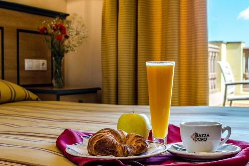 Breakfast options available to guests at Hotel Mirador