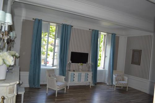 A television and/or entertainment center at Les Jardins de Mazamet