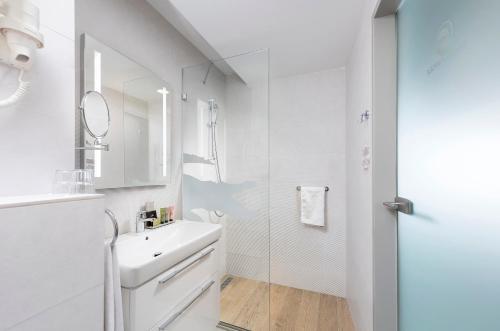 A bathroom at Pangea Hotel