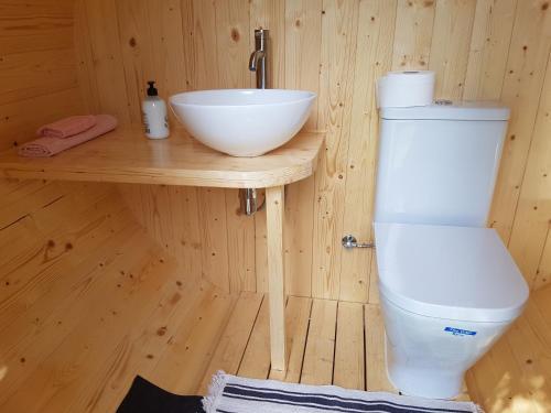 A bathroom at Les Casetes del Congost Vilatge Resort Barcelona