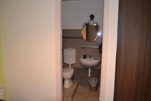A bathroom at Magia del Turano