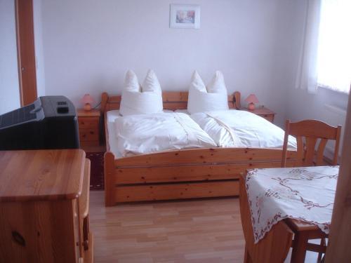 Ein Bett oder Betten in einem Zimmer der Unterkunft Harzer Ferienpension