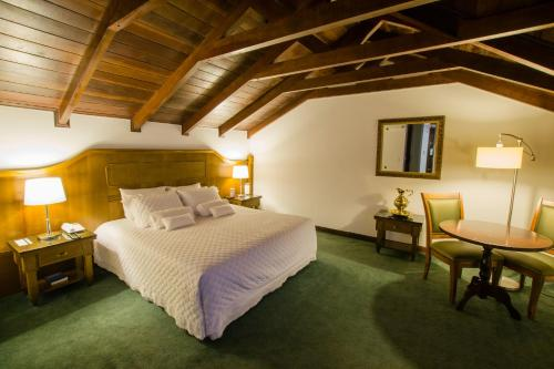 A bed or beds in a room at Hotel San Juan Johnscher