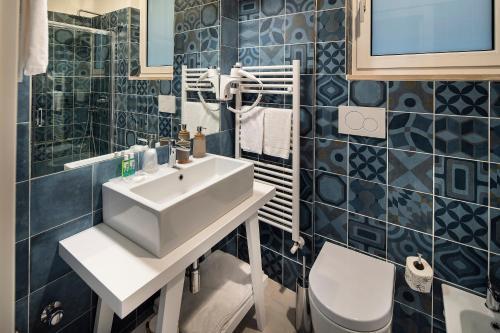 Bagno di IstayinToledo Luxury Guest House