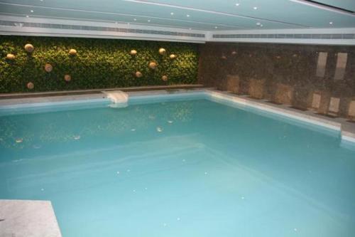 المسبح في فندق بريرا الدمام أو بالجوار