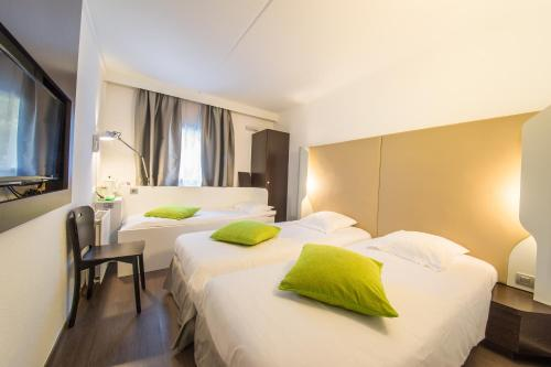 A bed or beds in a room at Mandarina Hotel Luxembourg Airport