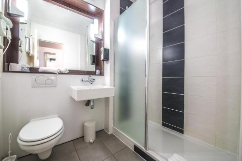 A bathroom at Mandarina Hotel Luxembourg Airport