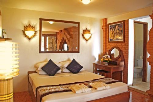 Ein Bett oder Betten in einem Zimmer der Unterkunft Bagan Hotel River View