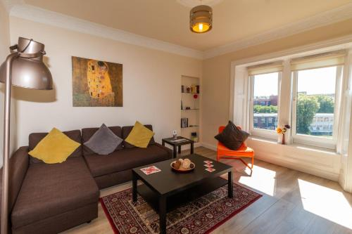 A seating area at Mycosyapartment 47