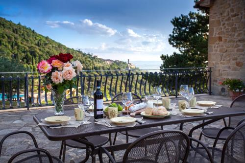 A restaurant or other place to eat at Agriturismo Le Celle