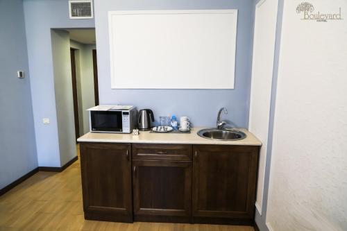 Кухня или мини-кухня в Отель Бульвар