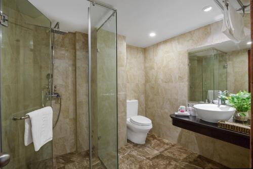 A bathroom at Splendid Star Grand Hotel and Spa