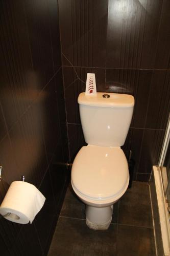 A bathroom at London Olympus Hotel Nirvana
