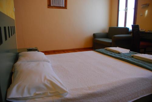 A bed or beds in a room at Hotel Koukouli