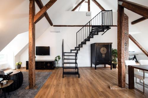 A television and/or entertainment centre at Luxus Design-Loft und Apartment im Villenviertel
