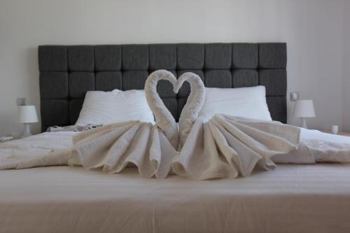 Un ou plusieurs lits dans un hébergement de l'établissement Platoni Elite Villas