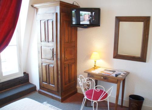 Télévision ou salle de divertissement dans l'établissement Hotel Montsegur