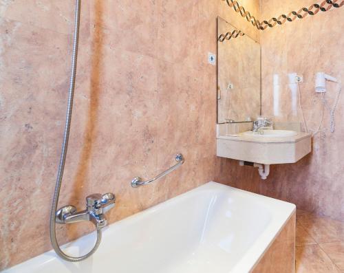 Ванная комната в Globales Reina Cristina