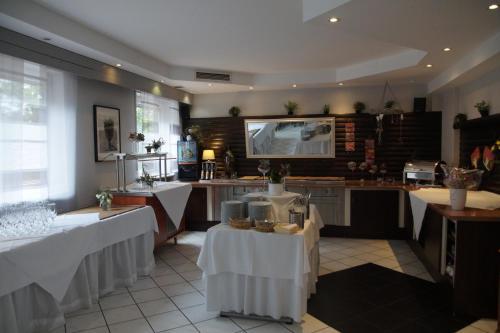 Ein Restaurant oder anderes Speiselokal in der Unterkunft Seminarhotel Jakobsberg