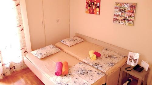 Un pat sau paturi într-o cameră la Best VFM in Athens